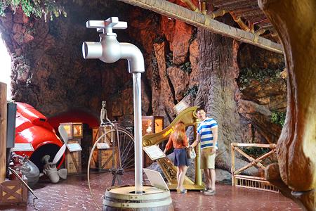 Кран в музее Рипли